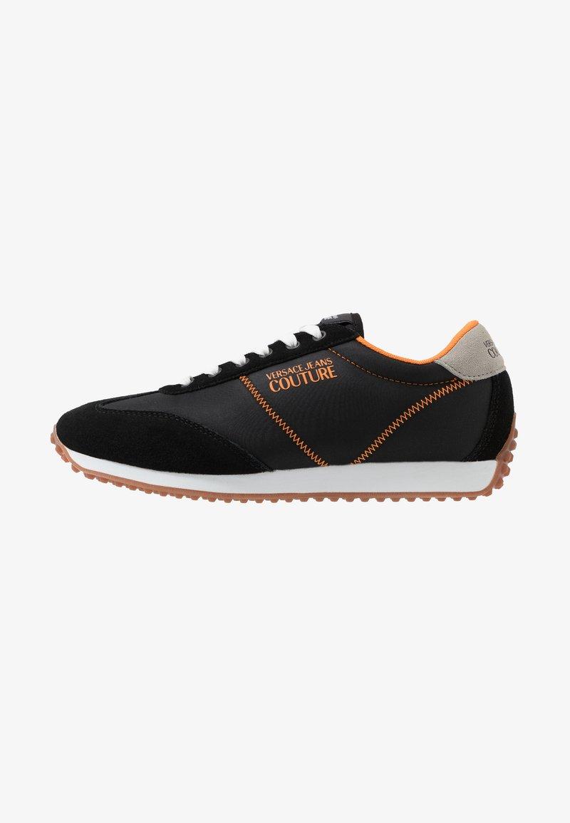 Versace Jeans Couture - Sneakersy niskie - black/orange