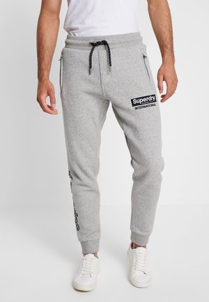 INTERNATIONAL APPLIQUE JOGGER - Tracksuit bottoms - silver glass feeder