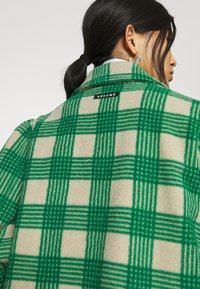 Résumé - ALINA COAT - Classic coat - sand - 7
