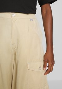 Tiger of Sweden Jeans - AIRAA - Short - yellow sand - 6