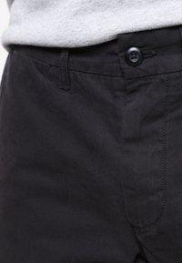 Carhartt WIP - JOHNSON MIDVALE - Shortsit - black - 3
