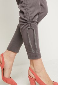 Cream - NANNA PANTS - Pantalon classique - pitch black - 5