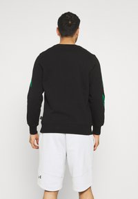 Mitchell & Ness - NBA MILWAUKEE BUCKS FLAMES RACING CREWNECK - Sweatshirt - black - 2