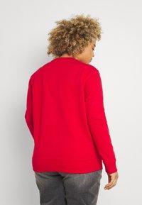 Tommy Hilfiger Curve - GRAPHIC - Sweatshirt - red - 2