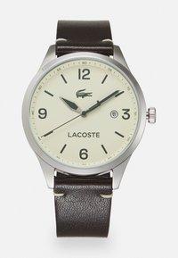Lacoste - TRAVELER - Hodinky - brown/crème - 0