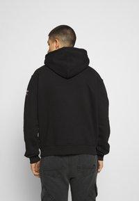 FUBU - SCRIPT HOODED - Sweatshirt - black - 2