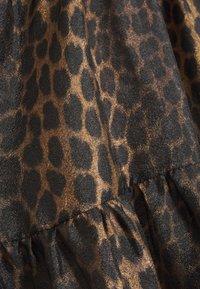 Cras - LILICRAS DRESS - Freizeitkleid - wild leo - 2