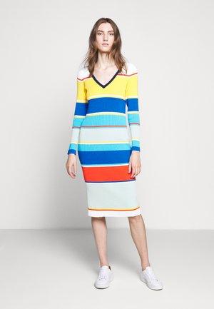 STRIPED DRESS - Pouzdrové šaty - rich saffron crisp/sea multi
