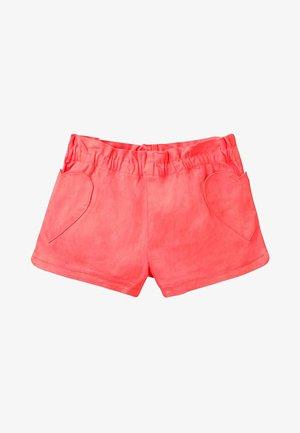 MIT HERZTASCHEN - Shorts - coral