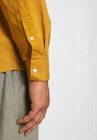 Johnny Bigg - ANDERS SHIRT - Shirt - mustard - 5