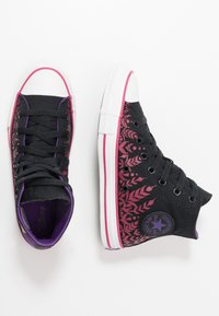 Converse - CHUCK TAYLOR ALL STAR FROZEN - Zapatillas altas - black/cherries jubilee/white - 1
