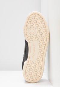 Reebok Classic - CLUB C 85 LIGHT LEATHER UPPER SHOES - Sneakers - black/emerald/grape - 6