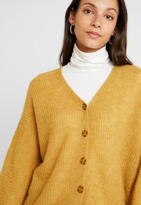 Esprit Collection - CARDI - Gilet - amber yellow - 4