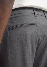 PULL&BEAR - Pantaloni - grey - 4