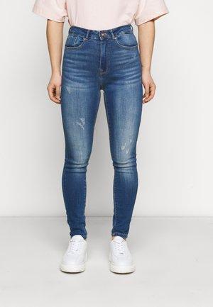 ONLFPAOLA DESTROY PETITE - Jeans Skinny Fit - medium blue denim
