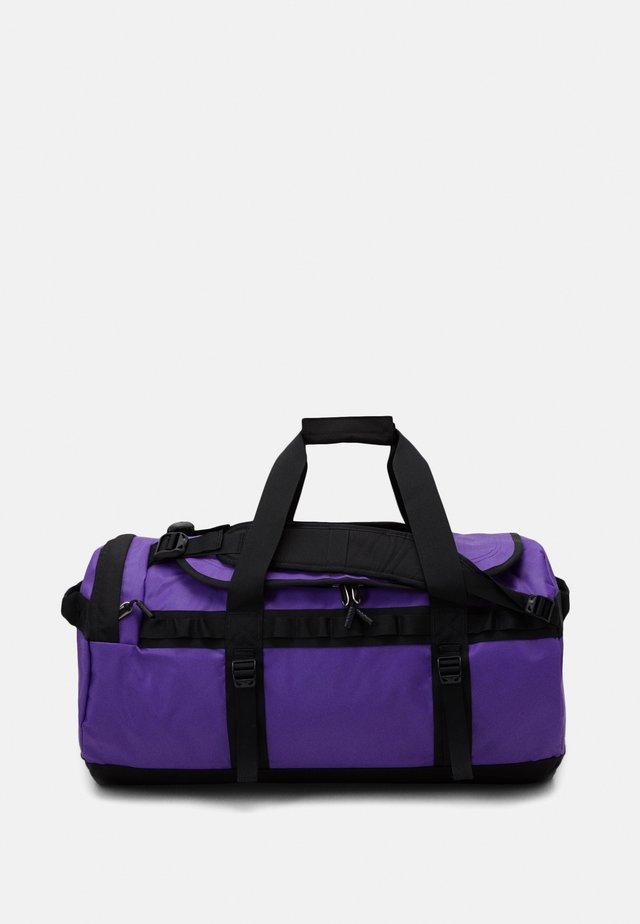 BASE CAMP DUFFEL M UNISEX - Sporttas - purple/black