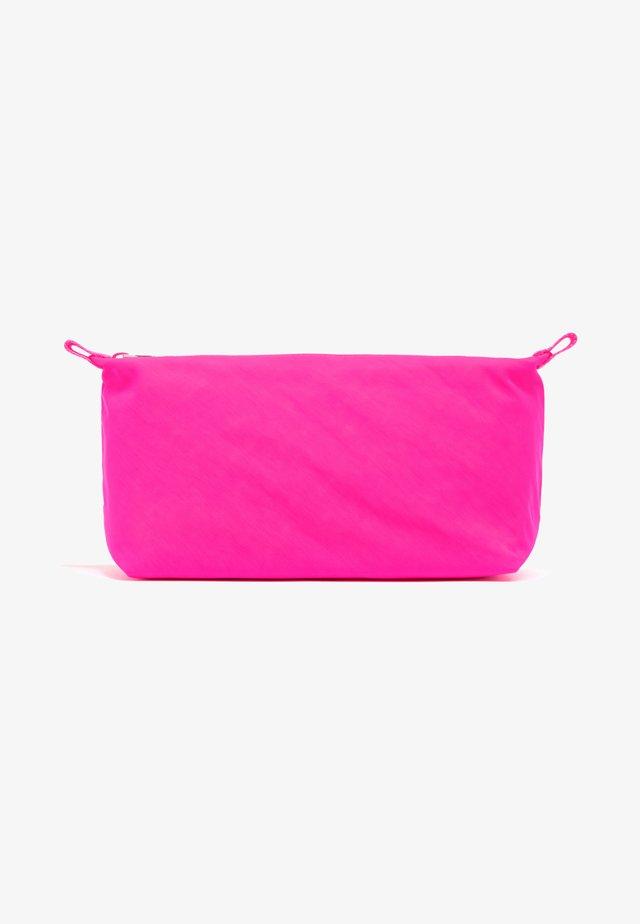 TRAPEZIUM MAKE-UP - Toilettas - neon pink
