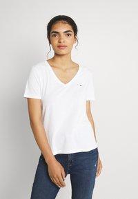 Tommy Jeans - SLIM SOFT V NECK TEE 2 PACK - Basic T-shirt - black/white - 1