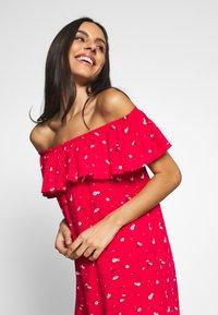Pour Moi - TEXTURED PRINT BARDOT BEACH DRESS - Complementos de playa - red - 3
