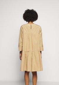 WEEKEND MaxMara - OMBRINA - Day dress - kamel - 2