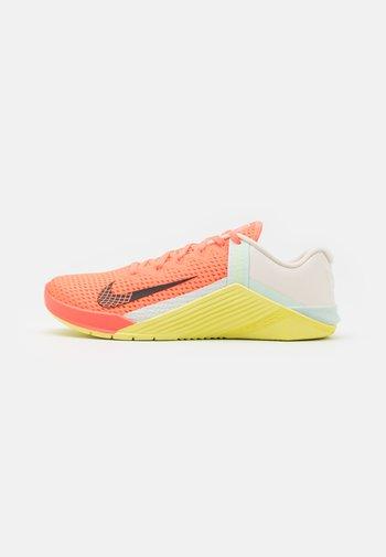 METCON 6 - Sports shoes - bright mango/dark smoke grey/barely green
