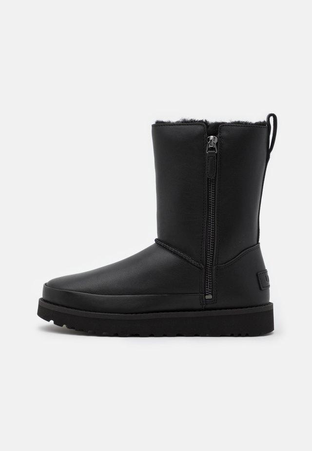 CLASSIC ZIP SHORT - Snowboots  - black