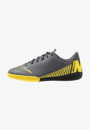 VAPORX 12 ACADEMY IC - Indoor football boots - dark grey/black/opti yellow