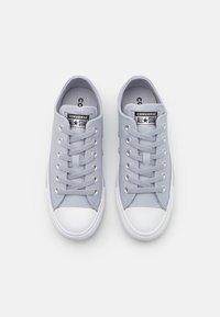 Converse - CHUCK TAYLOR ALL STAR MONO METAL - Trainers - gravel/black/white - 5