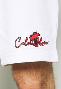 Calvin Klein - SUMMER GRAPHIC PRINT  - Shorts - bright white - 4