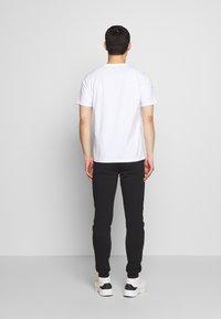 Bricktown - KOI CARPS SMALL - Print T-shirt - white - 2