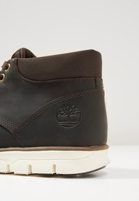 Timberland - BRADSTREET CHUKKA - Sneaker low - dark brown - 5