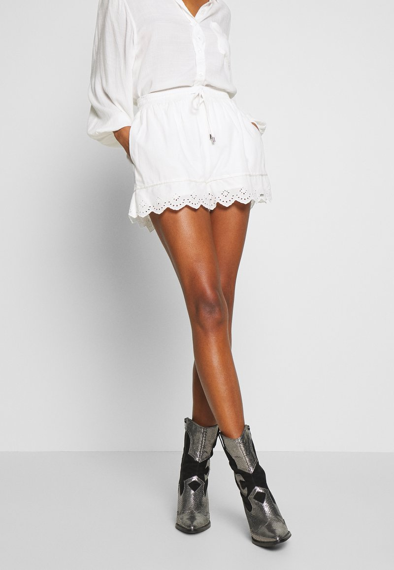 Superdry - LACE BRODERIE - Shorts - chalk white