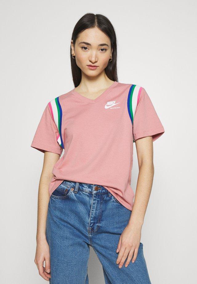 Print T-shirt - rust pink/white