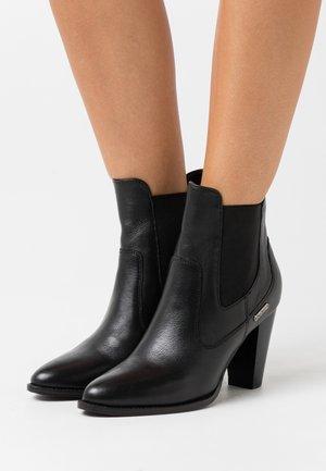 ILFORD BASIC - Kotníková obuv na vysokém podpatku - black