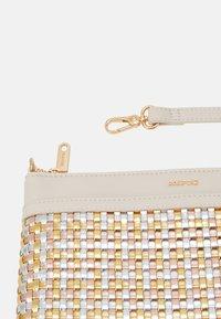 PARFOIS - CROSSBODY BAG - Taška spříčným popruhem - beige - 3