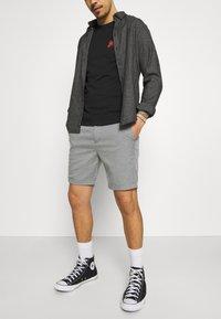 Jack & Jones PREMIUM - JJICONNOR - Shorts - grey melange - 3