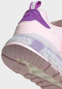 adidas Originals - ZX 2K BOOST SCHUH - Trainers - pink - 10