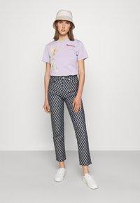 Fiorucci - WOODLAND MOUSE FOXGLOVE - Print T-shirt - lilac - 1