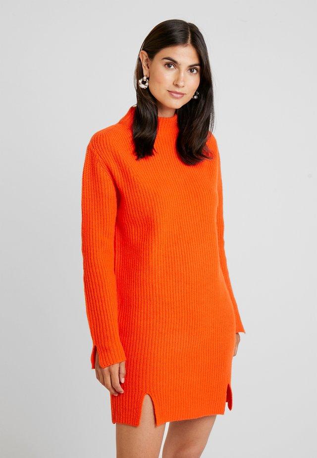 GASPARD - Stickad klänning - tangerine