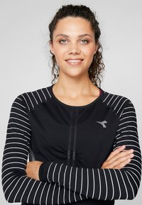 Diadora - TECHFIT  - Koszulka sportowa - black - 3