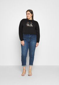 Calvin Klein Jeans Plus - SHINE LOGO CREW NECK - Sweatshirt - black - 1