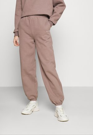 LOGO COLLAGE PANTS - Tracksuit bottoms - major brown