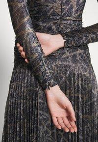Victoria Victoria Beckham - PLEATED DRESS - Korte jurk - petrol blue/gold - 6