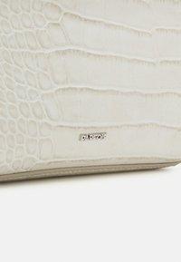 PARFOIS - CROSSBODY BAG WISHFUL - Across body bag - off white - 4