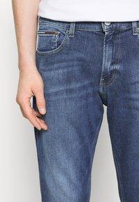 Tommy Jeans - RYAN RELAXED STRAIGHT - Straight leg jeans - hanks dark blue comfort - 3