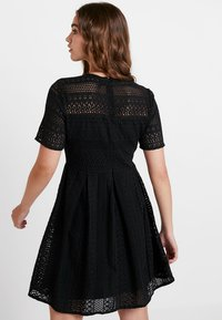 Vero Moda - VMHONEY PLEATED DRESS - Kjole - black - 3