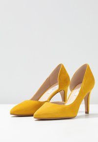 KIOMI Wide Fit - High heels - yellow - 4