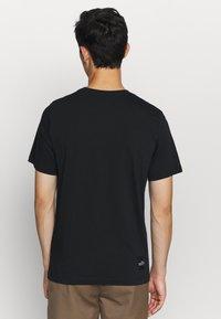 Nike Sportswear - TREND SPIKE - Camiseta estampada - black - 2