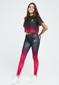 Illusive London Juniors - LONDON FADE  - Leggings - Trousers - pink black - 0