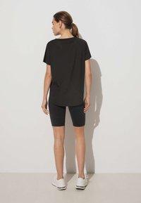 OYSHO - TECHNICAL - T-shirt de sport - black - 2